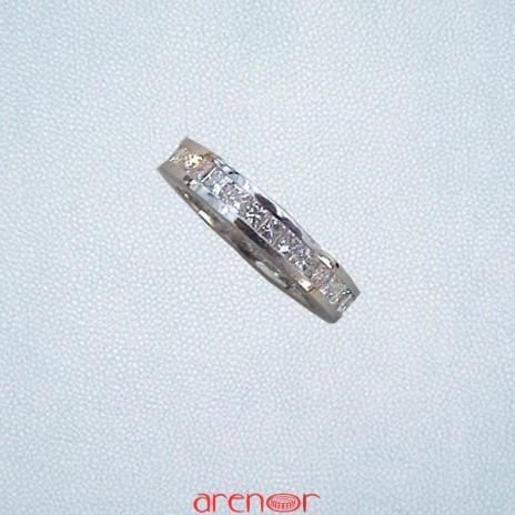 Alliance rail platine avec diamants carrés princesse