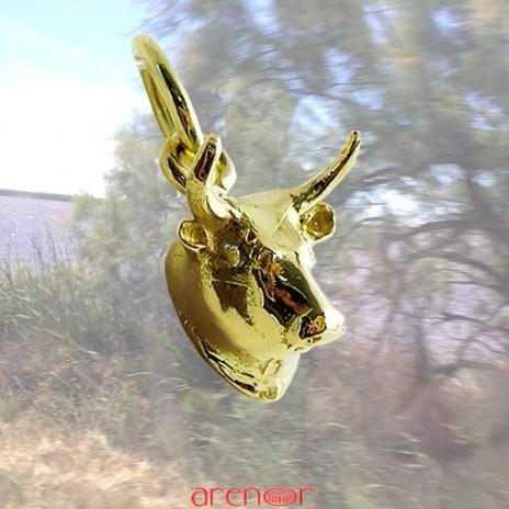 Pendentif tête de taureau Camargue