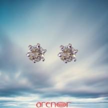Boucles d'oreilles or jaune 6 griffes avec diamants