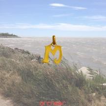 Pendentif or jaune initiale moderne petit modèle