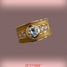 Bague jonc or jaune mat avec diamants
